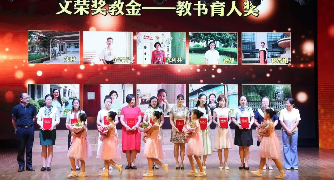 张家港在线初中生如何看待进校带手机图片